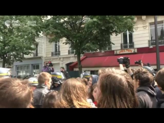 Акция протеста против Макрона и Ле Пен в Париже