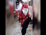 Дед Мороз и Снегурочка в приюте