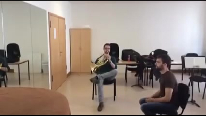 Duet for French Horn and chair (дуэт валторна и стула)