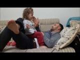 Babasıyla Tokatlamaca Oynayan Minik Kız