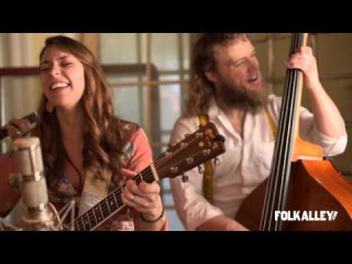 Folk Alley Sessions: Lindsay Lou & The Flatbellys -
