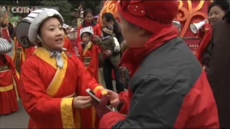 Маленькие боги счастья создают новогоднее настроение в Чэнду