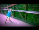 Девочка круто танцует!