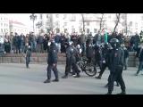 Задержание школьника на велосипеде. Антикоррупционный митинг