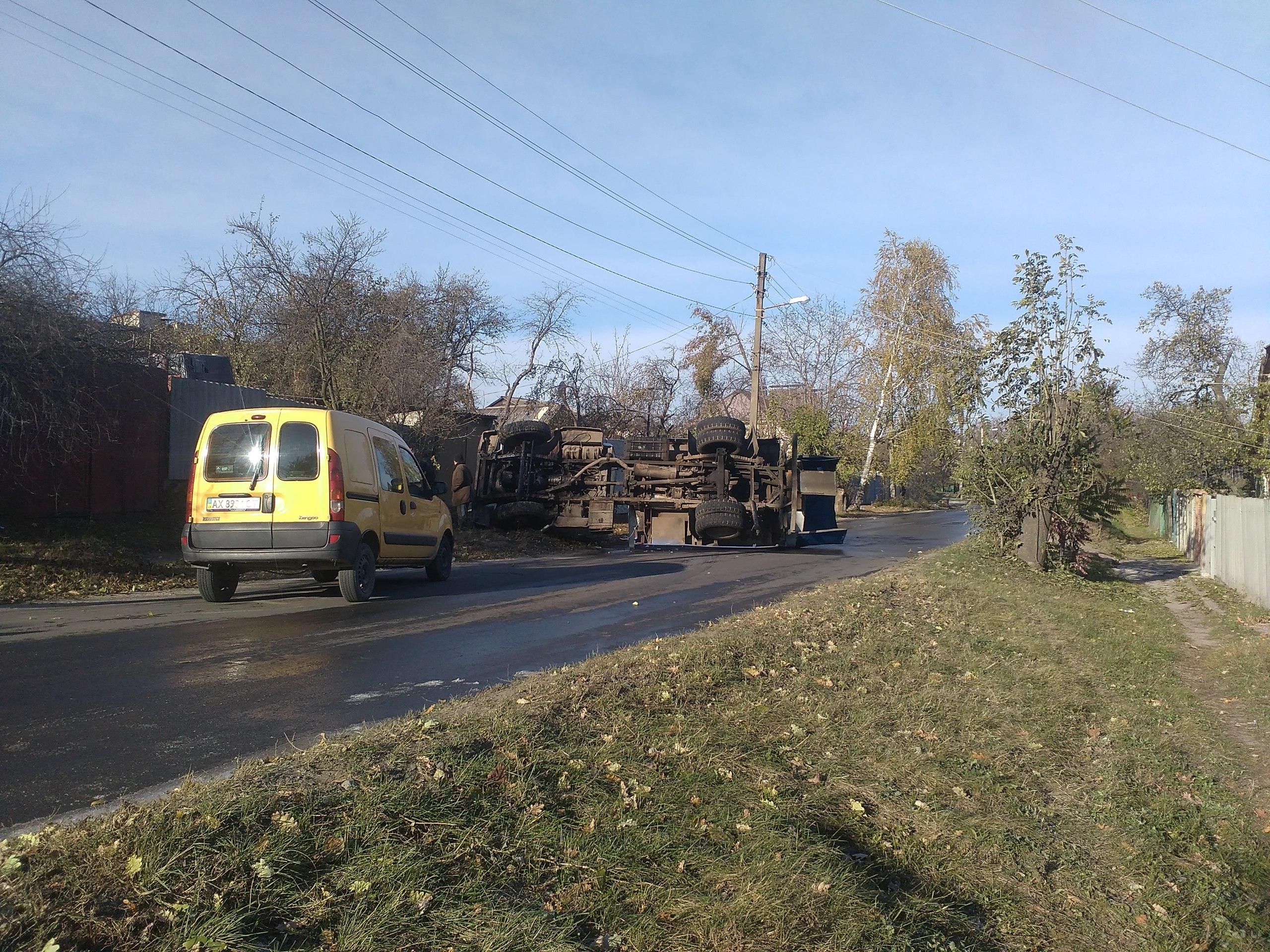 НаХарьковщине 69-летний скутерист умер под колесами автобуса