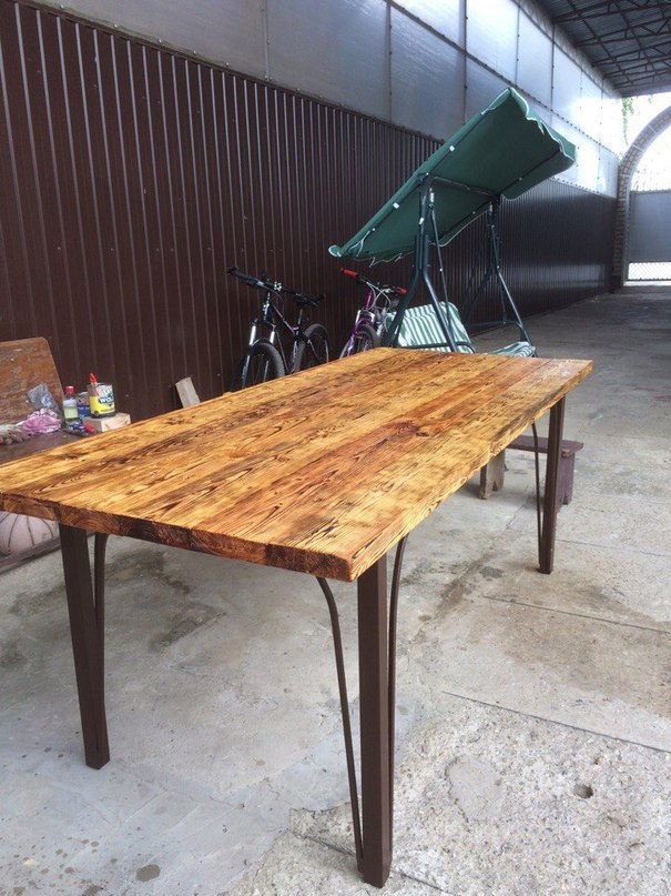 Сделал стол для улицы.