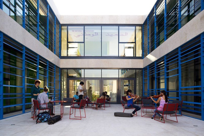 Музыкальная консерватория в Вифлееме от AAU Anastas  Музыкальная консерватория имени Эдварда Саида была спроектирована архитекторами студии AAU Anastas.