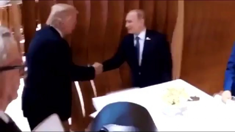 СТИКС-РЕКА, РАЗДЕЛЯЮЩАЯ БЕРЕГА: РОССИЮ И США... Первое историческое рукопожатие Путина и Трампа снятое на ск