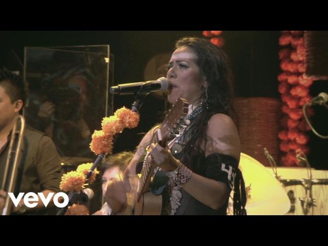 Lila Downs - Viene la Muerte Echando Rasero Spoken Words (Concierto en Vivo)