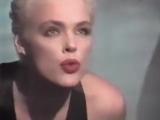 Falco meets Brigitte Nielsen (1987) -Body next to body.
