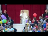 We are the world cantata in Piazza San Pietro dai bambini per Papa Francesco