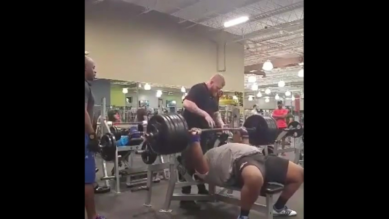 Томас Дейвис, жим лёжа 284 кг