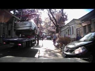 О том, как быстро машины в Симферополе эвакуируют