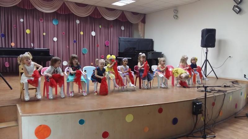 20.05.2017, Надюшино первое конкурсное выступление! (третья слева)