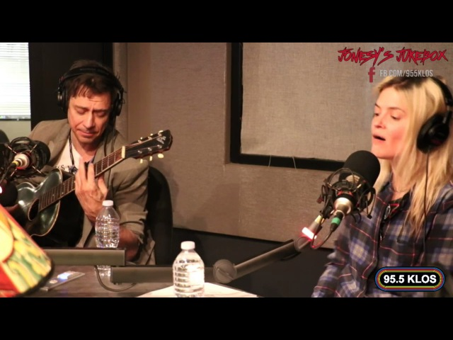 The Kills perform 'Doing it to Death' live on Jonesy's Jukebox