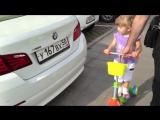 Малышка Эля в 2 годика знает все марки машин!