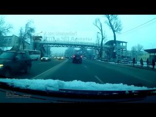 Пересечение двойной сплошной на Суинбая Алматы