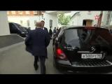 Путин просто хотел забрать у сидящего на заднем сиденье сотрудника ФСО пиджак