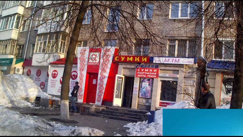 В Ижевске опасно выходить из магазинов! С крыши падает лед! Возле УдГУ