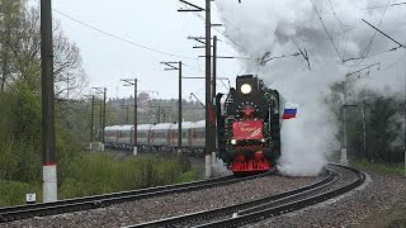 Труба с небом разговаривает. Паровозы П36 0120 и 0110 в тяге на подъёме с поездом Поб ...