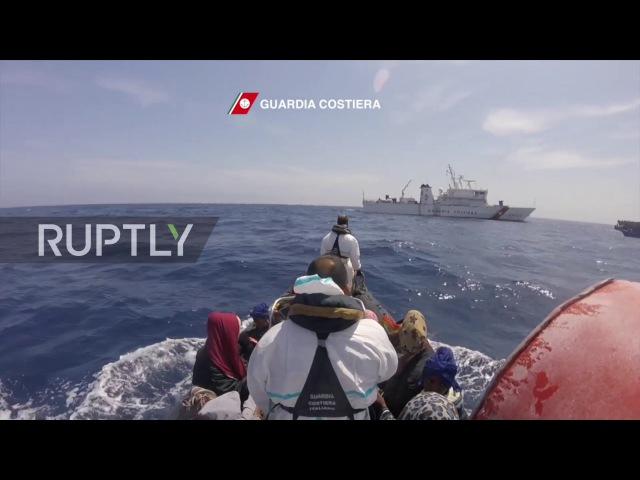 Италия: Италии береговая охрана берёт 550 мигрантов с Ливийского берега.