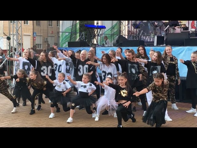 День города Калуги, выступление учеников школы танцев TODES-Калуга с показом модной коллекции TODES WEAR, Театральная площадь, 26 августа 2017