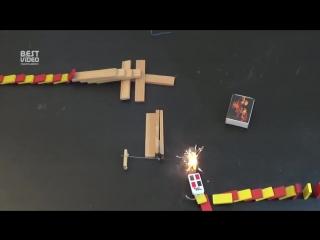 Огонь делает эффект домино гораздо более интересным