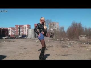 общественно раздевается на российских улицах города