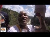 Уилл Смит прыгнул на тарзанке с водопада