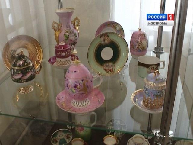 В Романовском музее Костромы открылась выставка «Кузнецовский фарфор»