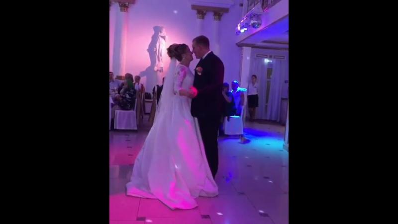 Первый танец молодых. Белый зал.