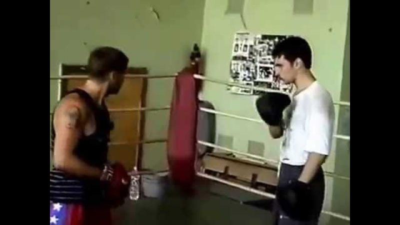 Уроки бокса Коли Водолаза Часть 2 Работа на лапах и спаринг г Таганрог