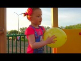 Learn colors with balloons on the Playground, English and nursery rhymes for kids. Videos for kids