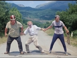 «Кавказская пленница, или Новые приключения Шурика» (1966) — перекрытие дороги (Моргунов, Вицин, Никулин)