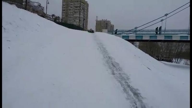 18-12-2016 Настя на тюбинге катится с ледяной горы. Тамбов.