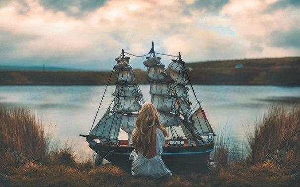 Корабль не тонет, когда он в воде. Он тонет, когда вода в нём.Не так