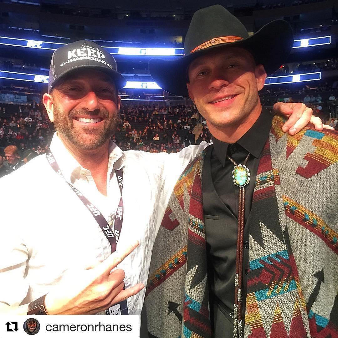 Кэмерон Хейнс с Дональдом Серроне  на UFC 205