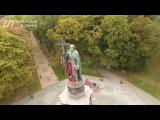 Вандалы забросали краской памятник Владимиру (съемка квадоркоптером)/ Українські Новини