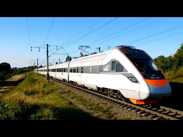 Электропоезд ЭКР1-001 Тарпан покидает Винницу