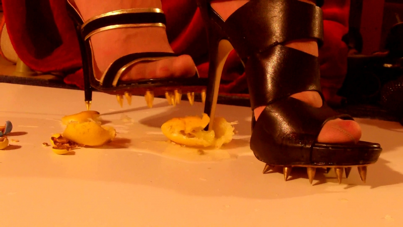 Crushing-Trampling with extreme Spikes High Heels