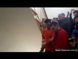 Появилось видео, как Насиров встал и пошел в зале суда
