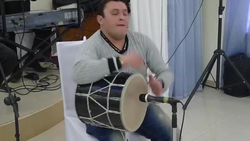 Грузинский виртуоз барабанщик