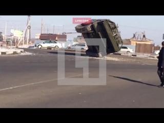 На трассе в Чите перевернулась военная техника