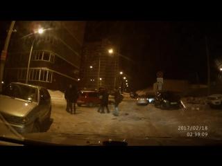 Смотреть всем - Пьяная драка во дворе дома № 32 на улице Берша . Ижевск.