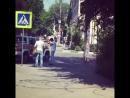 Огромный динозавр проехался по центру Воронежа в кузове пикапа