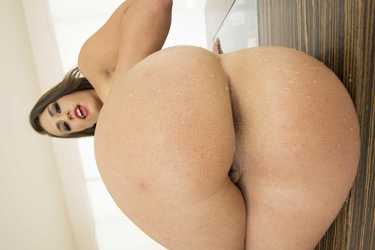 Порно фото голой пышки Kelsi Monroe