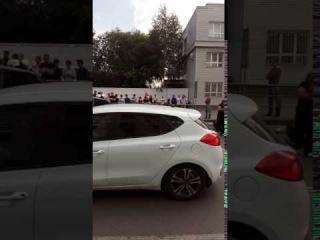 Последствия сильного ДТП на ул. Герцена ()