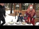 Дарья и Сергей Пынзарь с сыновьями гуляют в парке на масленицу