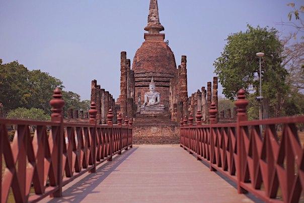 Здравствуйте братья и сестры! Если вы, как и я путешествуете по Азии автостопом и направляетесь на Север, советую посетить это место: