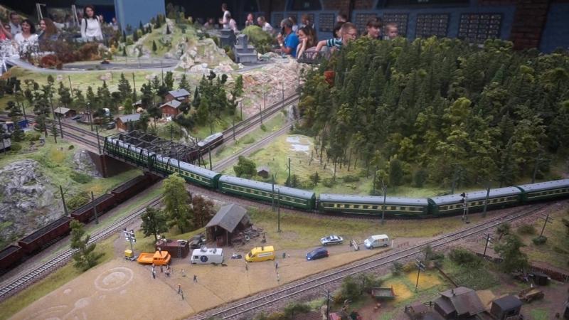 Модель ж/д дороги, переезд через мост